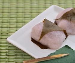 和菓子と畳の写真.jpg