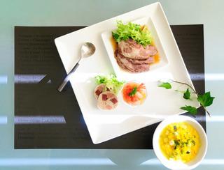俯瞰からの料理の写真